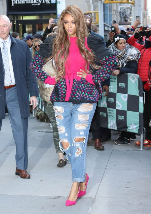 Clothing, Jeans, Street fashion, Fashion, Pink, Beauty, Footwear, Snapshot, Blond, Leg,