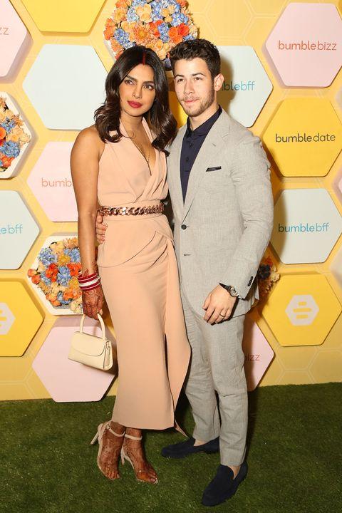 Priyanka Chopra dan Nick Jonas menghadiri acara publik pertamanya setelah menikah (dok. Harper's Bazaar)