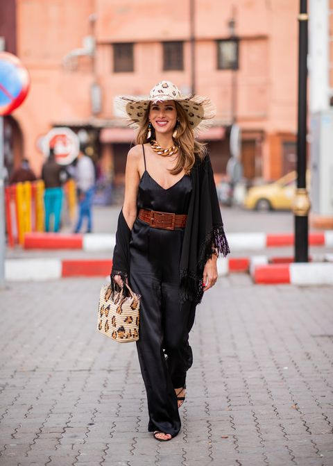 Street fashion, Clothing, Fashion, Shoulder, Beauty, Waist, Snapshot, Joint, Footwear, Human,