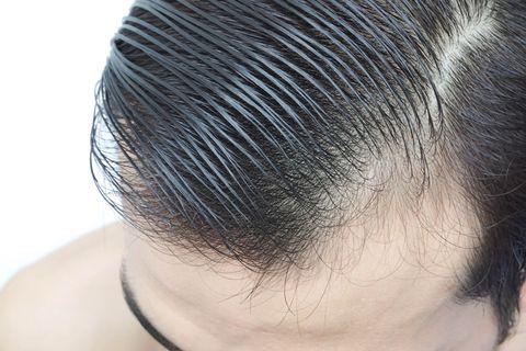Hair, Hairstyle, Forehead, Chin, Black hair, Neck, Hair coloring, Long hair, Eyelash, Ear,