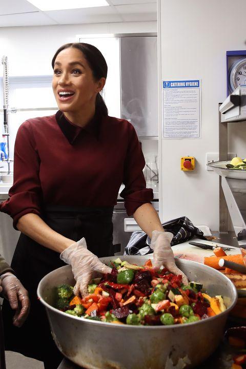 2e29d5e35da42 Chris JacksonGetty Images. This morning, Meghan Markle visited the Hubb  Community Kitchen ...