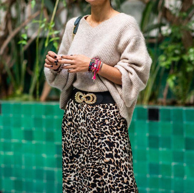 cómo combinar una falda de leopardo en 15 looks con mucha clase