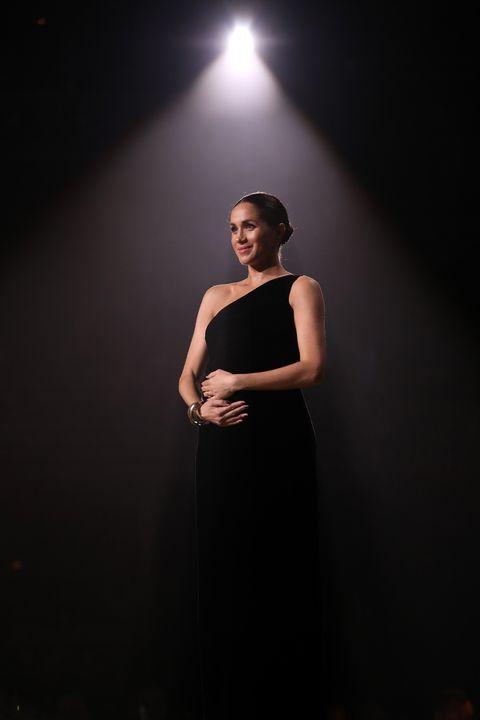 Black, Beauty, Lighting, Light, Fashion, Dress, Darkness, Shoulder, Performance, Standing,
