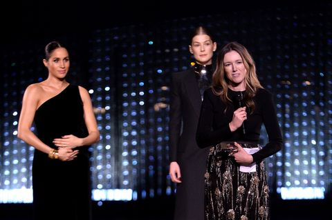 Meghan Markle holds her bump at fashion awards - meghan markle pregnant