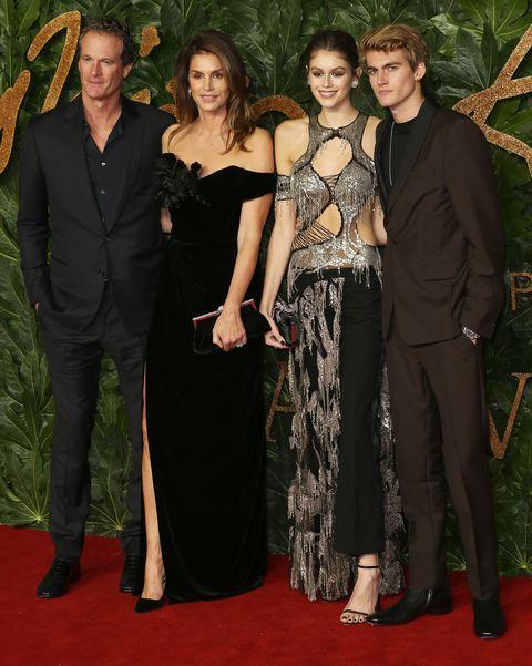Red carpet, Carpet, Event, Premiere, Fashion, Dress, Flooring, Formal wear, Haute couture, Little black dress,