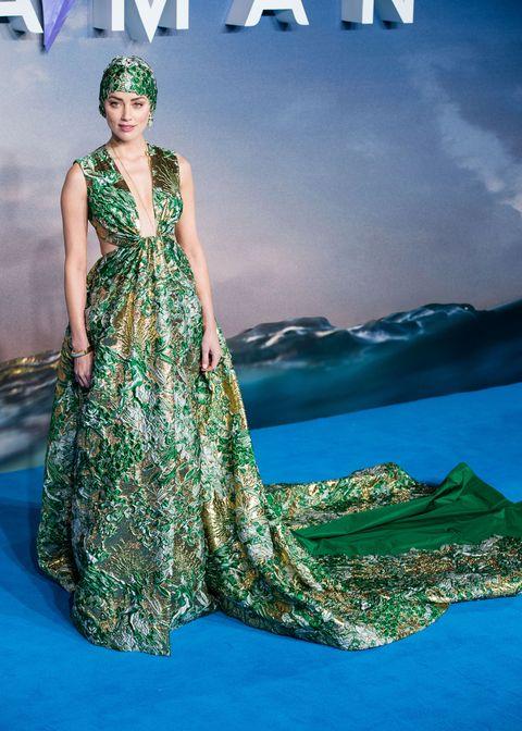Fashion model, Clothing, Dress, Formal wear, Green, Shoulder, Fashion, Gown, Beauty, Fashion design,