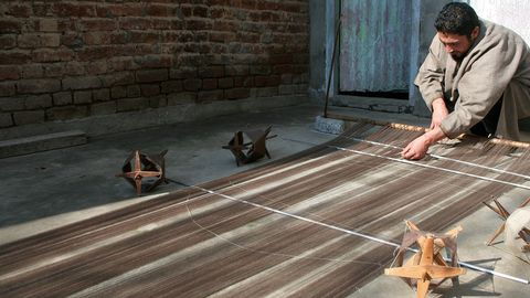Kashmir's Centuries Old Pashmina Shawl Identity