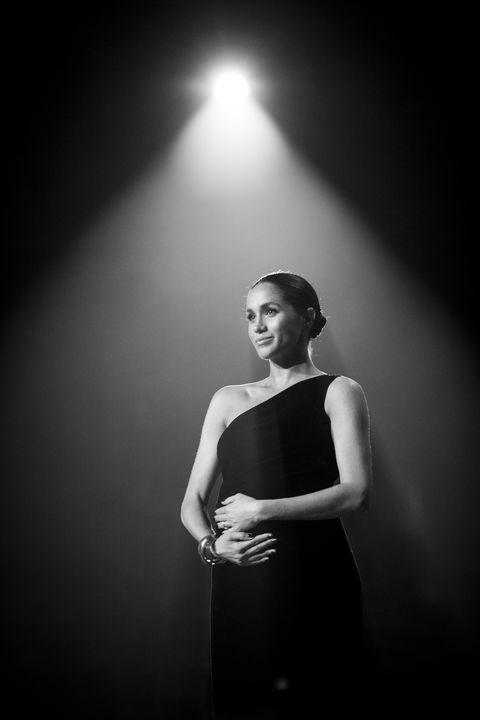 Black, White, Photograph, Black-and-white, Monochrome photography, Light, Monochrome, Beauty, Flash photography, Lighting,