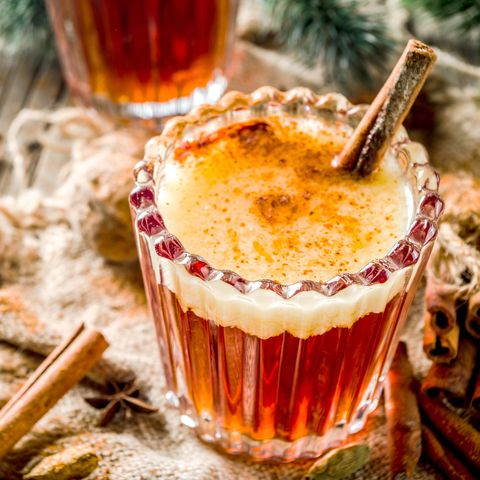 15 Best Christmas Cocktails Easy Holiday Drinks For Groups