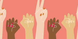 vrouwen met handen in de lucht