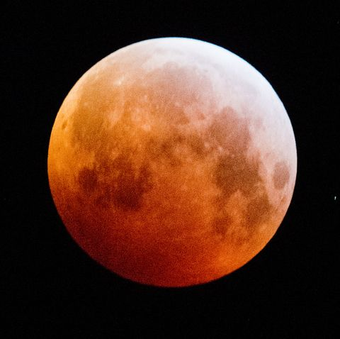 Moon, Nature, Atmosphere, Celestial event, Atmospheric phenomenon, Astronomical object, Full moon, Lunar eclipse, Sky, Beauty,