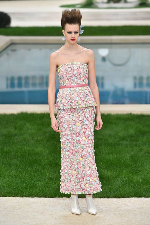 Clothing, Dress, Fashion, Fashion model, Shoulder, Haute couture, Strapless dress, Gown, Fashion show, Summer,