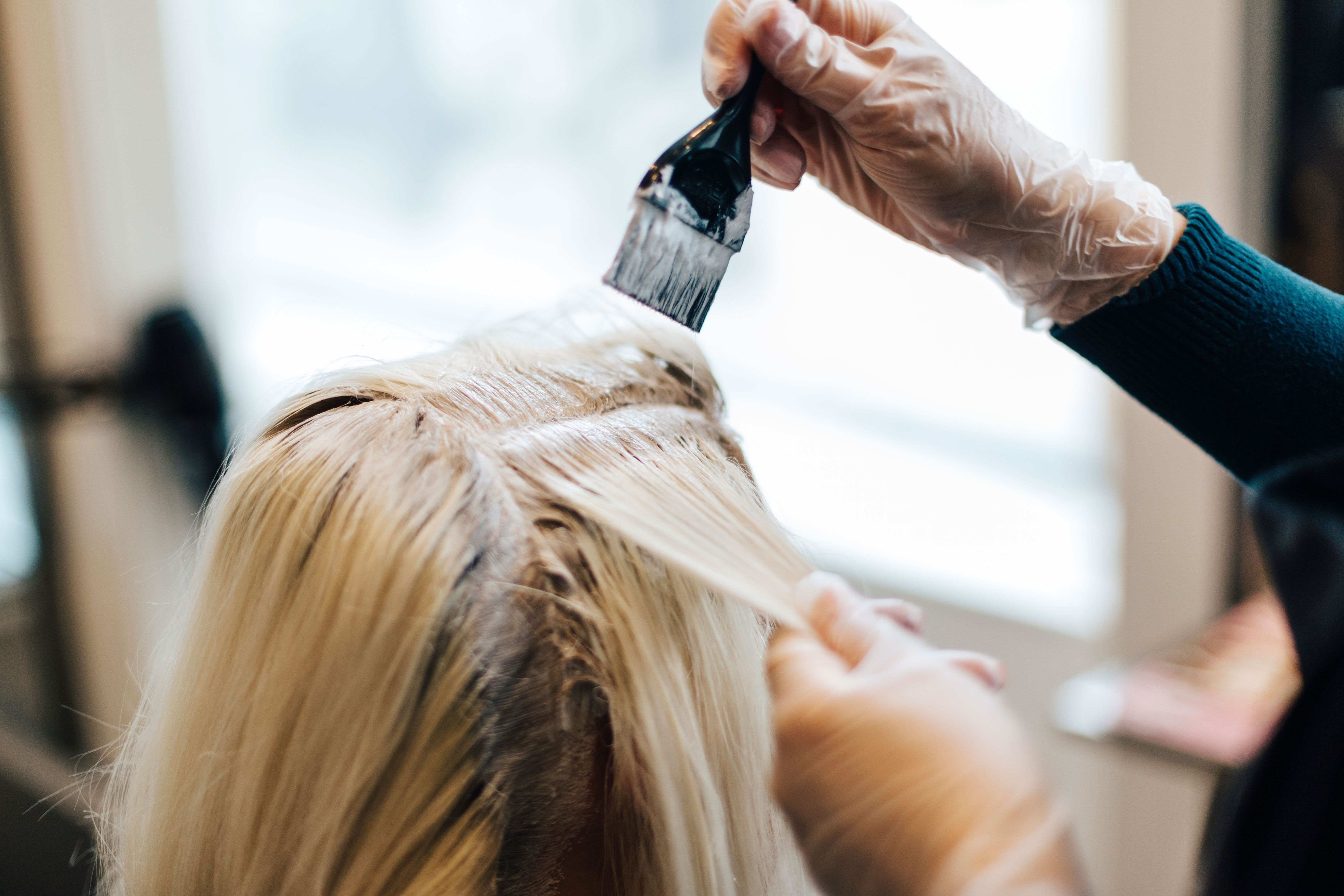 How To Bleach Hair At Home Hairstylist Tips For Dyeing Your Own Roots