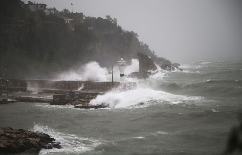 The World's Waves Are Getting Bigger, Scientists Say