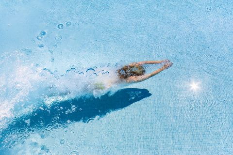 游泳減肥一個月瘦12公斤!選對水溫、游泳姿勢和運動時間讓瘦身更有效率