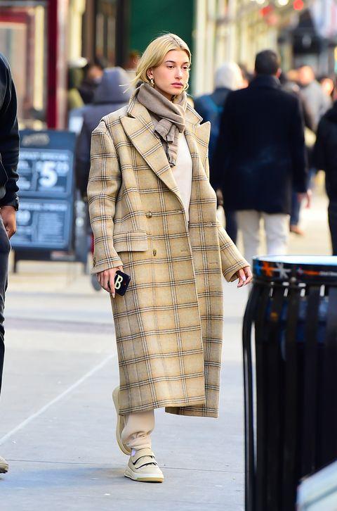 Street fashion, Clothing, Fashion, Fur, Snapshot, Street, Coat, Outerwear, Overcoat, Human,