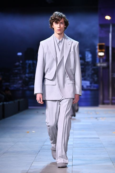 Fashion, Fashion model, Suit, Clothing, Runway, Fashion show, Formal wear, Pantsuit, Public event, Human,