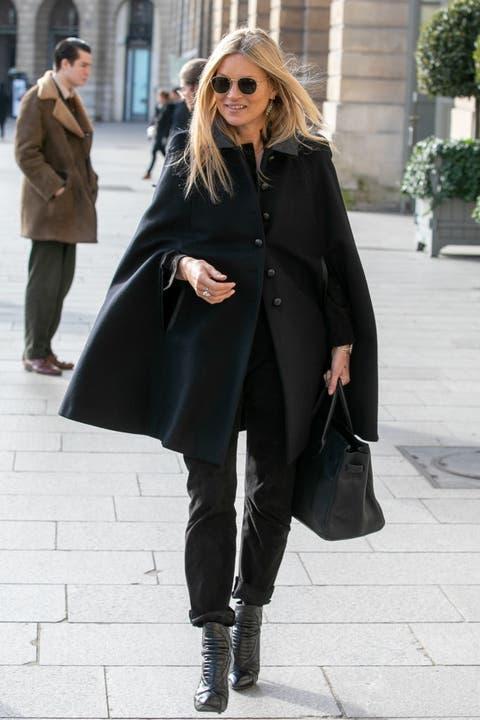 Clothing, Street fashion, Outerwear, Coat, Fashion, Snapshot, Footwear, Eyewear, Overcoat, Knee,