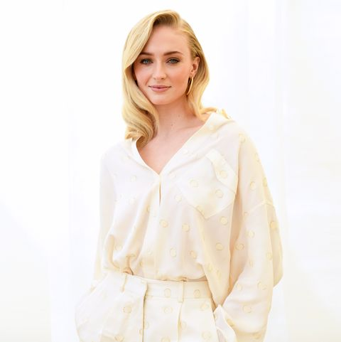 White, Clothing, Blouse, Sleeve, Beige, Neck, Shoulder, Top, Outerwear, Photo shoot,