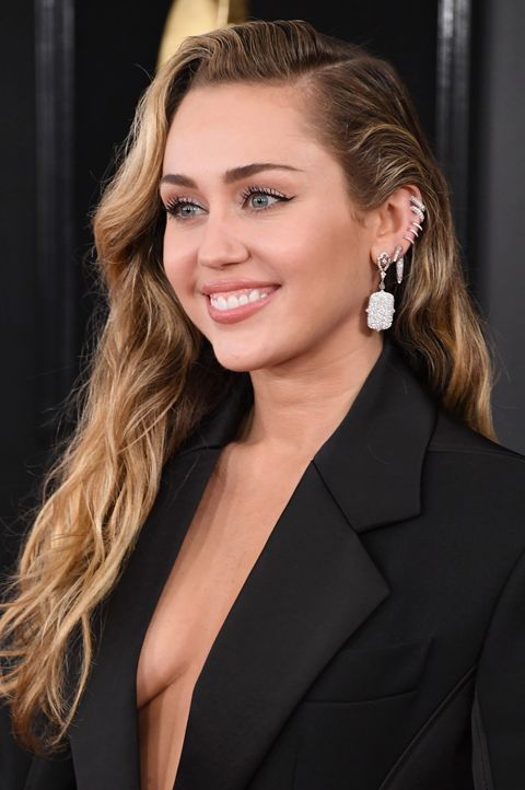 miley cyrus earrings grammys 2019 red carpet