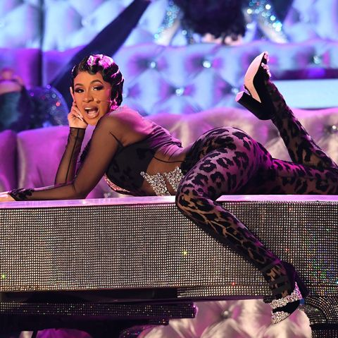 Performance, Purple, Violet, Pink, Music artist, Stage, Performing arts, Event, Leg, Thigh,