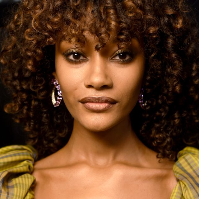 Hair, Face, Hairstyle, Afro, Beauty, Head, Fashion, Yellow, Ringlet, Lip,