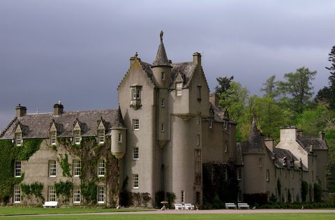 Building, Medieval architecture, Architecture, Château, Estate, Stately home, Classical architecture, Manor house, Turret, Place of worship,