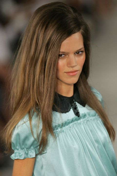 Hair, Fashion model, Fashion, Fashion show, Hairstyle, Beauty, Blond, Shoulder, Long hair, Brown hair,