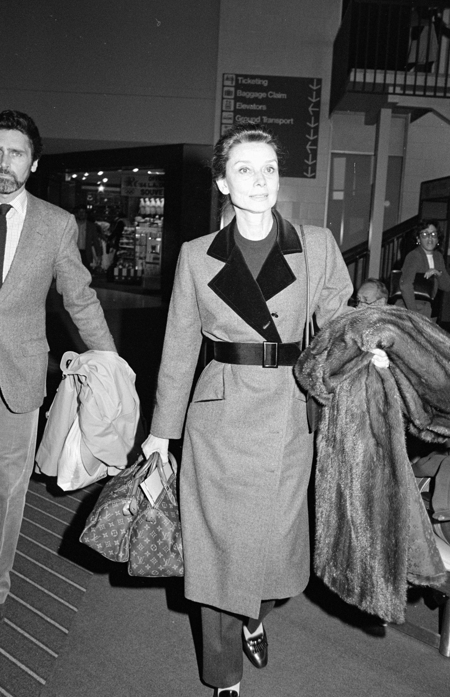 346f8ffd51b10a The Most Popular Handbag the Year You Were Born — History of Purses