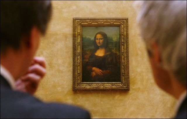france   april 06  leonardo da vincis masterpiece, mona lisa in her new setting in the refurbished salle des etats where the public was able to rediscover her in paris, france on april 06th, 2005  photo by raphael gaillardegamma rapho via getty images