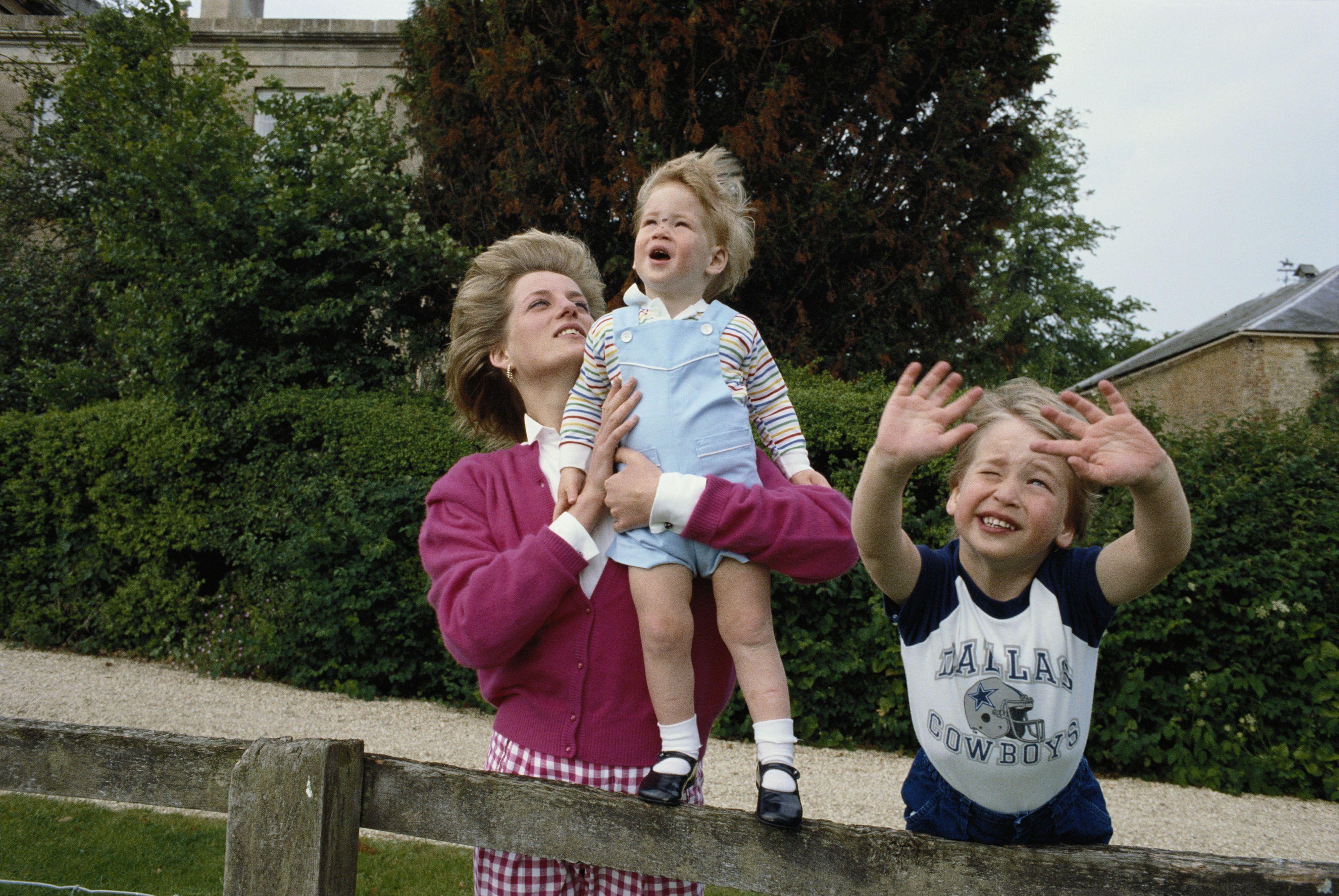 写真集】ウィリアム&ハリー王子のあどけない表情 エスクァイア
