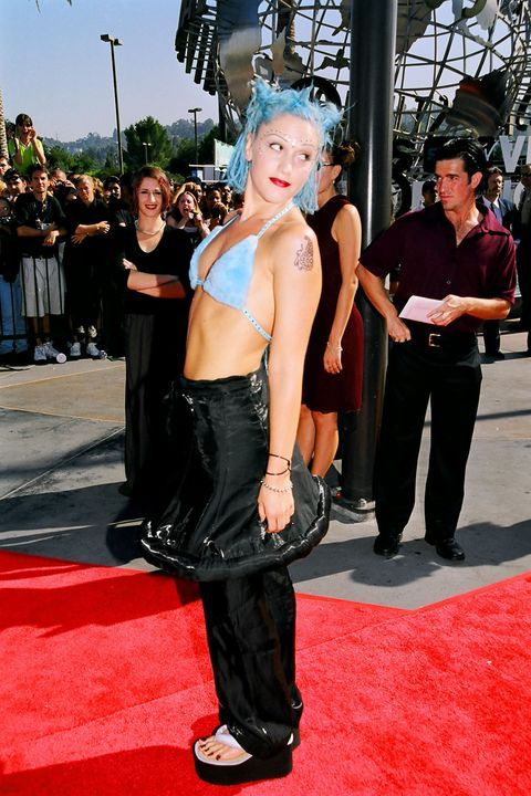 gwen stefani during 1998 mtv video music award arrivals at universal studios in universal city, ca, united states photo by jeff kravitzfilmmagic, inc