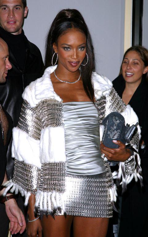 naomi campbell tijdens de vogue fashion award in 2002