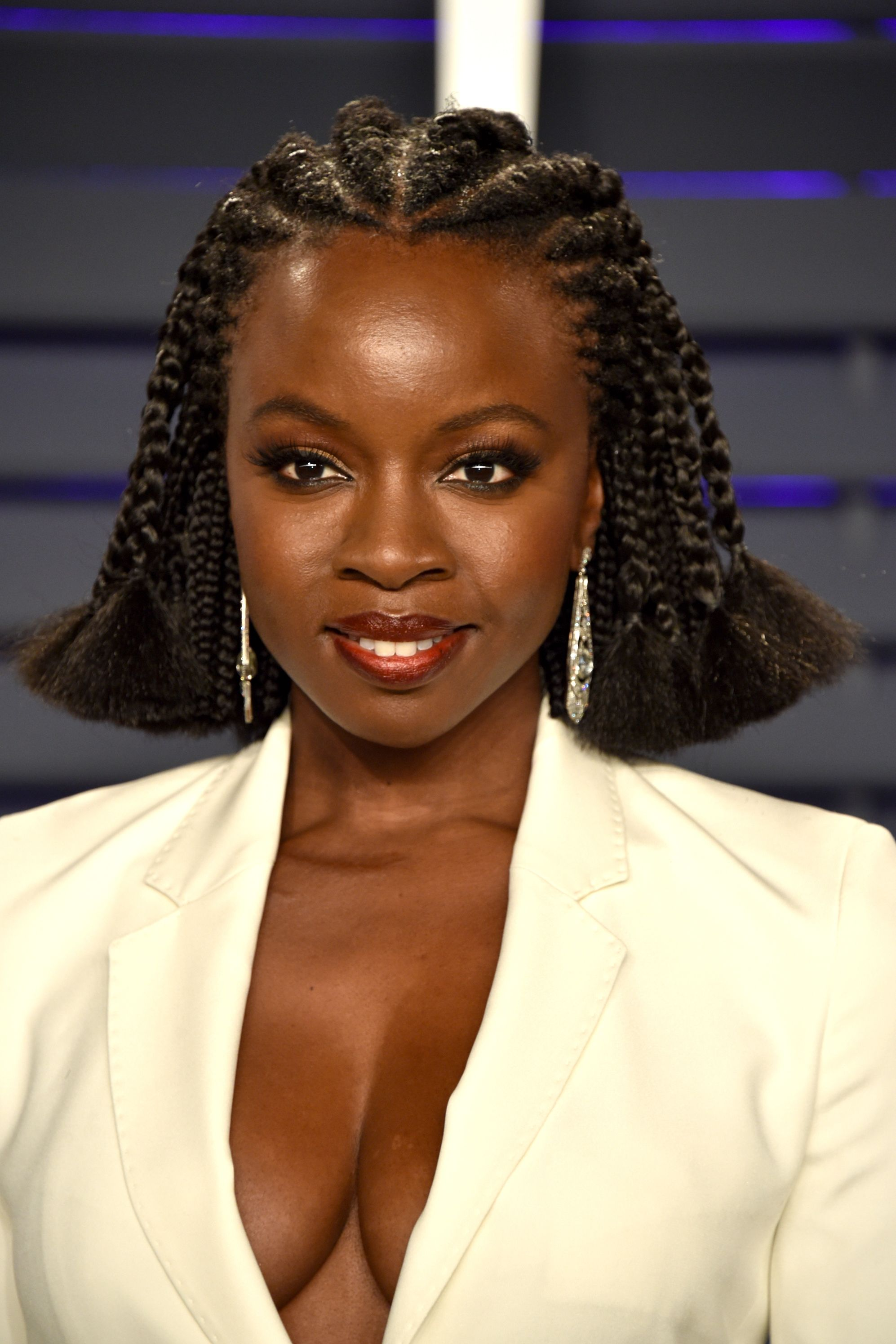 Danai Gurira Danai Gurira's braided lob stole the show at the 2019 Vanity Fair Oscars Party. Trying different textured styles, like braids, passion twists, bantu knots, and more look so good with bobs.