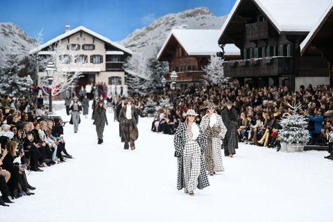 Fashion, Winter, Snow, Freezing, Crowd, Event, Fun, Tourism, Runway, City,