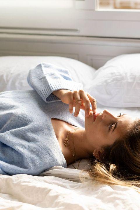 Comfort, Bed sheet, Bedding, Skin, Beauty, Bed, Sleep, Nap, Mattress, Pillow,