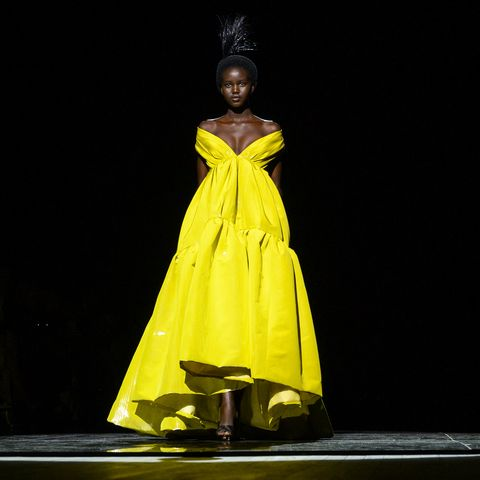 Yellow, Fashion, Performance, Performance art, Performing arts, Dress, Event, Fashion design, Talent show, Drama,