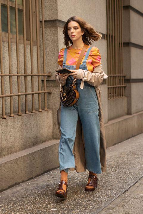 Clothing, Jeans, Street fashion, Denim, Fashion, Snapshot, Shoulder, Waist, Footwear, Trousers,