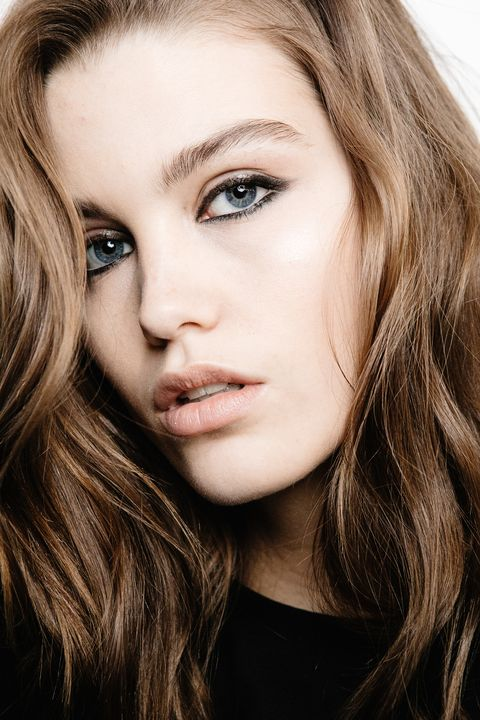 Hair, Face, Eyebrow, Blond, Lip, Hairstyle, Beauty, Skin, Chin, Cheek,
