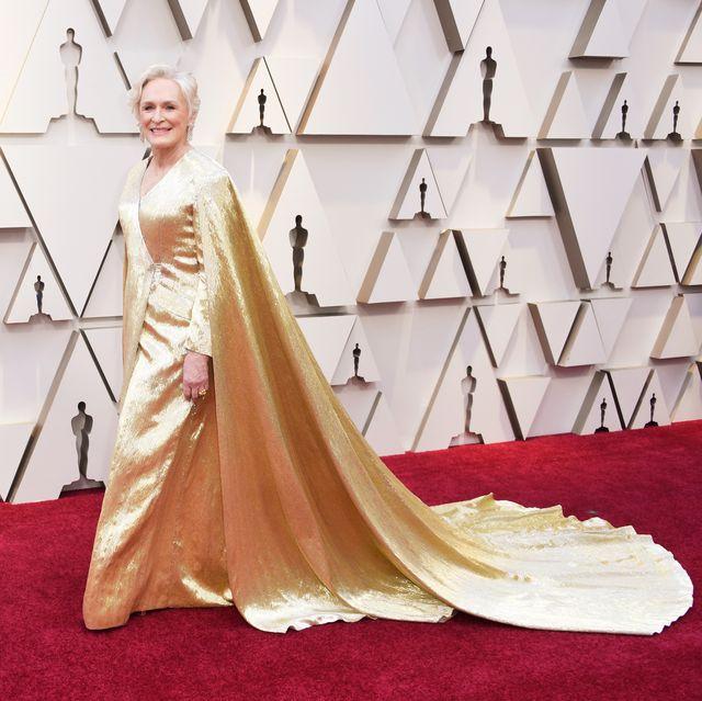 Red carpet, Carpet, Dress, Gown, Clothing, Flooring, Fashion model, Fashion, Haute couture, Shoulder,