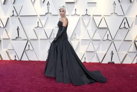 Red carpet, Dress, Gown, Carpet, Clothing, Flooring, Fashion, Shoulder, Fashion model, Haute couture,