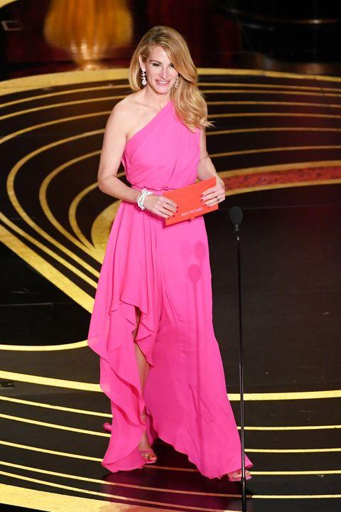 c417ade4e Julia Roberts y su vestido rosa de Elie Saab para los Oscar 2019 ...