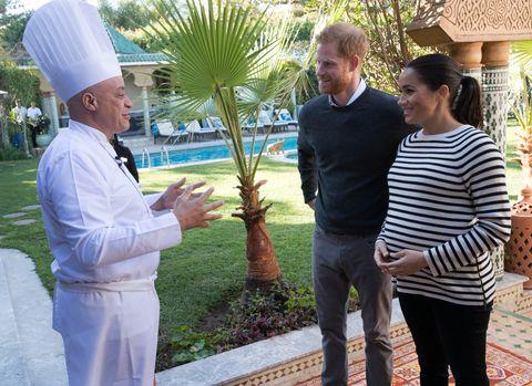 Meghan Markle dan Pangeran Harry bertemu dengan Chef Moha di Maroko (dok. Cosmopolitan)
