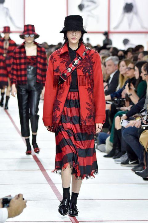 Tartan, Fashion, Fashion model, Runway, Clothing, Fashion show, Plaid, Pattern, Textile, Kilt,