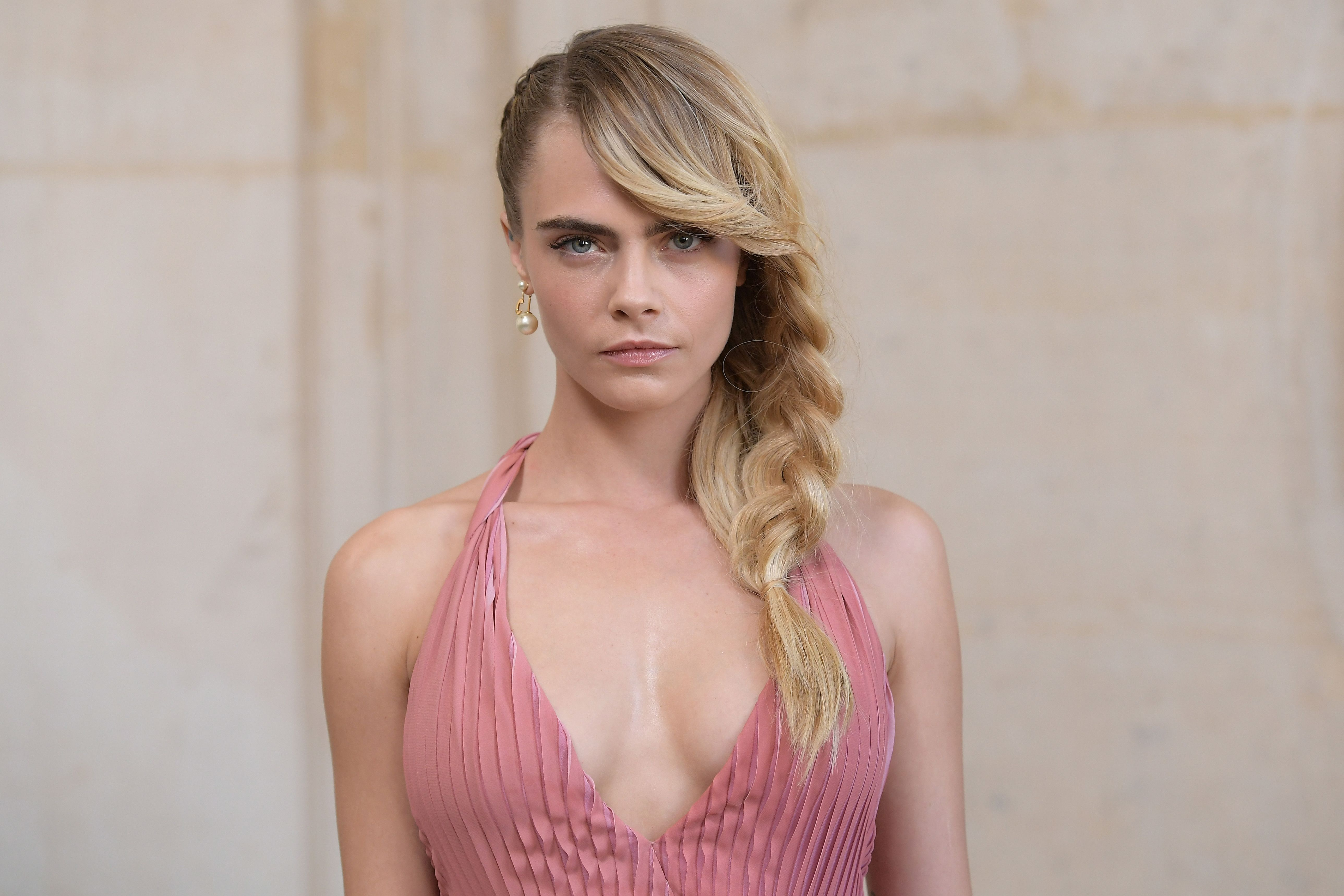 Cara Delevingne Is Obsessed With Ashley Benson's Nude Instagram Photos