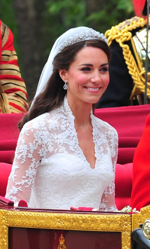 kate middleton s signature royal wedding day hairstyle went against royal advice signature royal wedding day hairstyle