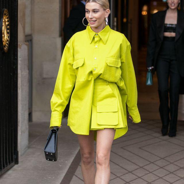 Fashion model, Clothing, Fashion, Street fashion, Yellow, Coat, Outerwear, Snapshot, Fashion show, Runway,