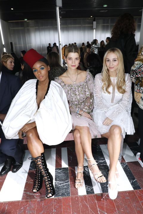Giambattista Valli : Front Row - Paris Fashion Week Womenswear Fall/Winter 2019/2020
