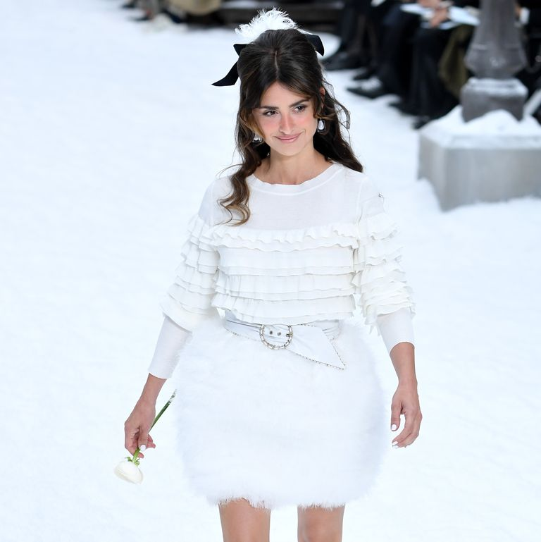 92a2d3ee68 Penélope Cruz desfila para Chanel en París como homenaje a Karl Lagerfeld