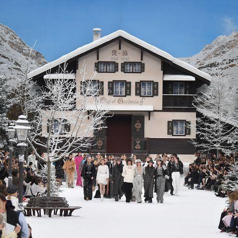 Winter, Snow, Crowd, House, Freezing, Mountain, Tourism, Ski resort, Tree, Home,